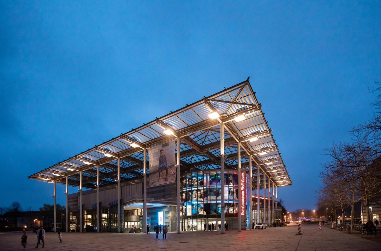 Das Kunstmuseum Wolfsburg bietet mit seinen Ausstellung viel Inspiration, regt einen spannenden Diskurs an und schafft einen beeindruckendes Highlight im Rahmenprogramm einer Tagung in Wolfsburg