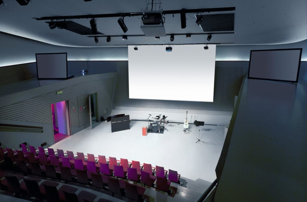 Das phaeno in Wolfsburg bietet in seinem Wissenschaftstheater eine tolle Location für einen eindrucksvollen Vortrag, ein Seminar oder eine andere Veranstaltung während einer Tagung in Wolfsburg