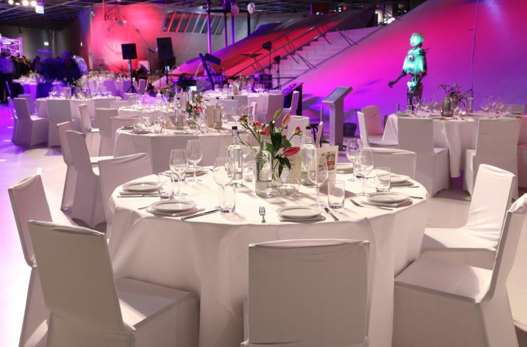 Das phaeno in Wolfsburg ist der perfekten Veranstaltungsort für ein elegantes Dinner oder ein Bankett während einer Tagung in Wolfsburg
